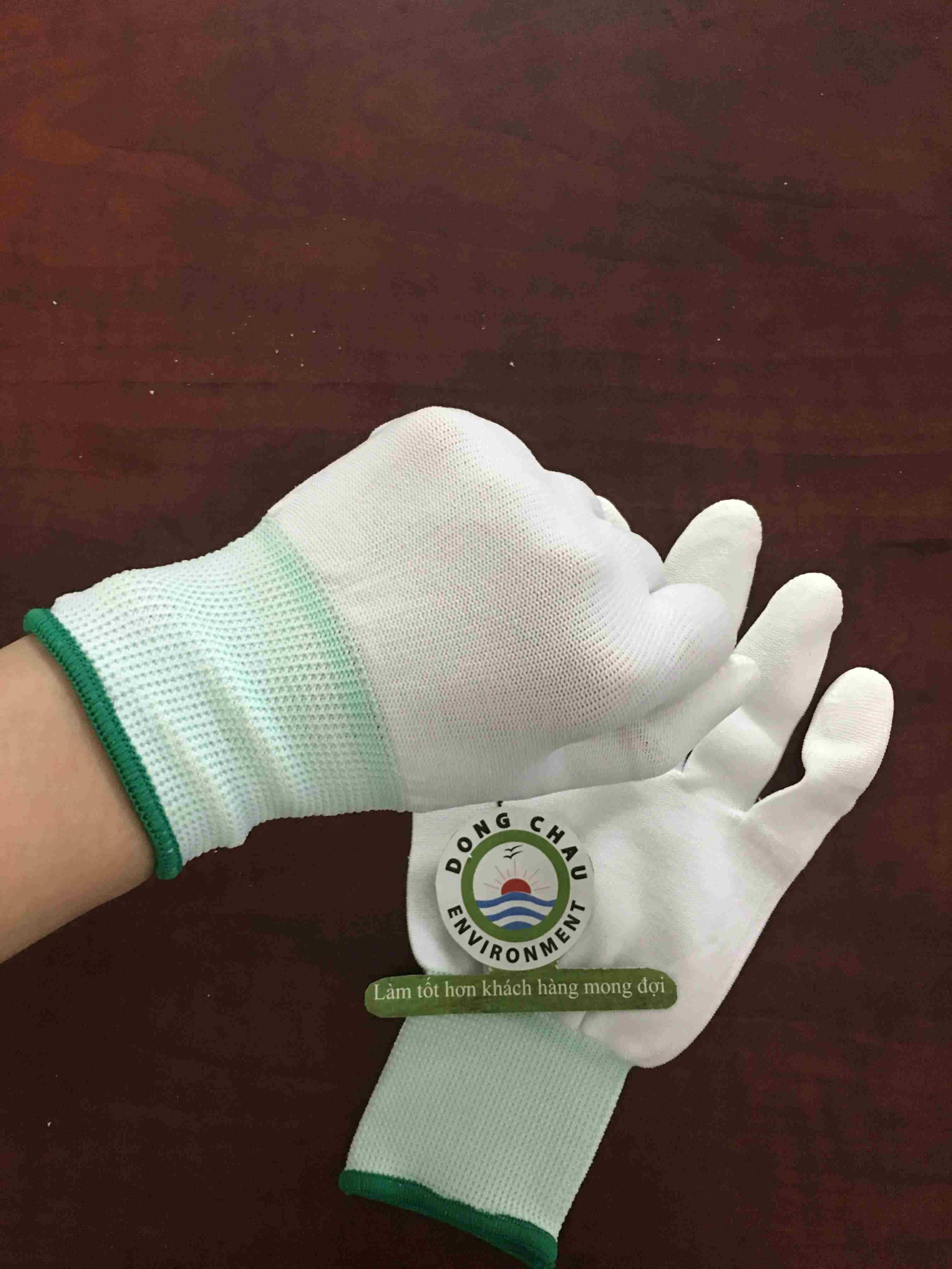 Găng tay len trắng phủ sơn